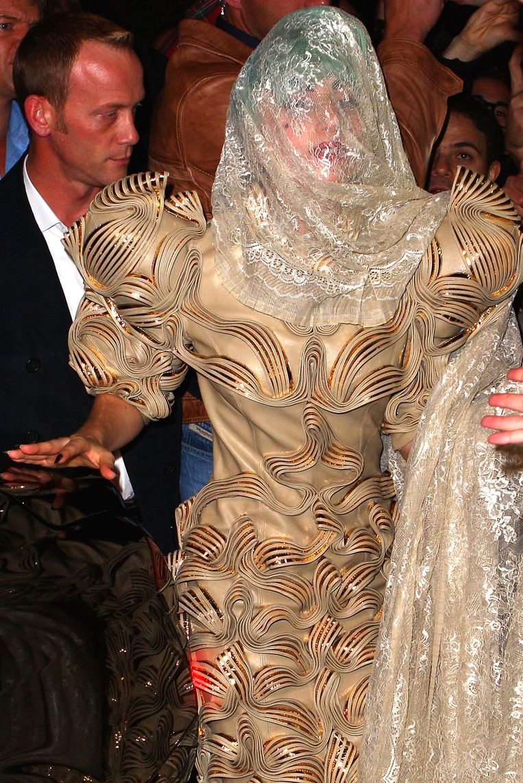 Lady Gaga in een jurk van Iris van Herpen. Beeld Getty Images