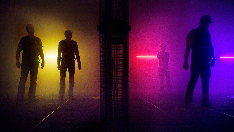 Bezoekers van Techno is Space in club Warehouse Beeld Io Cooman