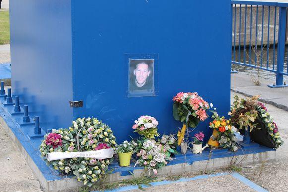 Op de plek van het ongeval werd een herdenkingsplaats ingericht.