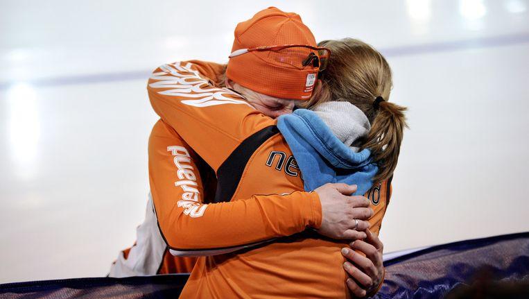 Ireen Wüst en Sanne van Kerkhof (R) kregen in 2009 een relatie. Inmiddels heeft Wüst met een man verkering.