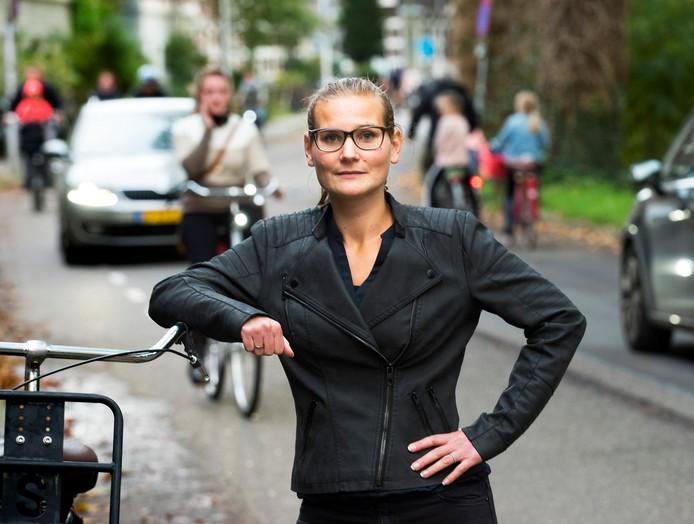 Wieke Westerveld is initiatiefnemer van een petitie om de Alexander Numankade verkeersveiliger te maken.