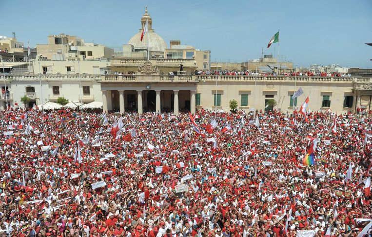 Patrit Laburista (Labour Party) supporters gather in St. Georges Square for Joseph Muscat. Beeld afp