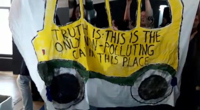 """""""De waarheid is: dit is de enige niet-vervuilende wagen hier"""""""
