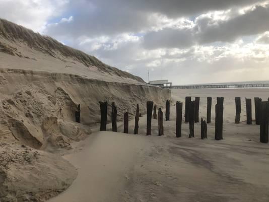 Stukken strand weggespoeld door de golven; 'Maar niks mis
