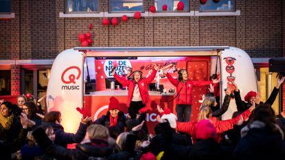 """Qmusic wekt leerlingen van De Schakelschool in Kuringen: """"Rode Neuzen Dag ligt onze school nauw aan het hart"""""""