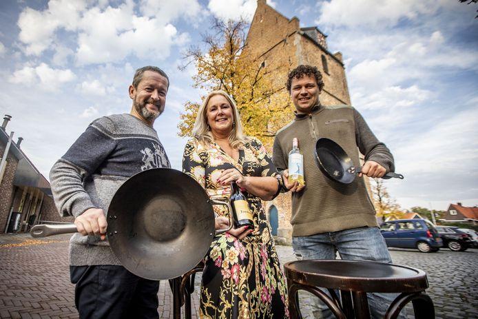 Losserse horeca-ondernemers slaan de handen ineen voor Losser Live en Lekker Losser. Op de foto van links naar rechts: Peter Kok, Sylvia Grunder en Pim Naafs.