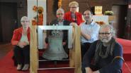 Vrijwilligers bouwen stoel voor kerkklok