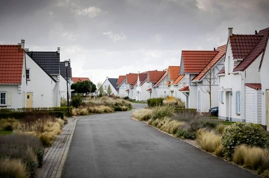 Een grotendeels verlaten vakantiepark Roompot Cadzand. Toeristen in Zeeland moeten uiterlijk maandag hun vakantieverblijf hebben verlaten.