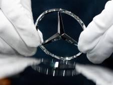 Daimler duikt diep in het rood