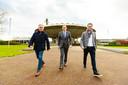 Geert Hurks, Hans de Jong (President Philips Nederland) en Lee Foolen (vlnr) bij het Evoluon.
