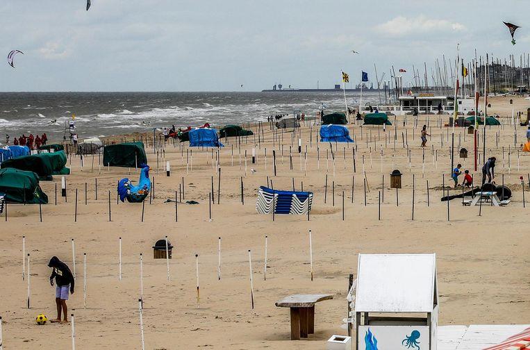 Het strand van De Haan oogt vaak nogal rommelig. Kan het beter?