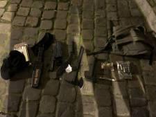 """Un """"homme radicalisé"""" lourdement armé arrêté devant le commissariat central de Bruxelles"""