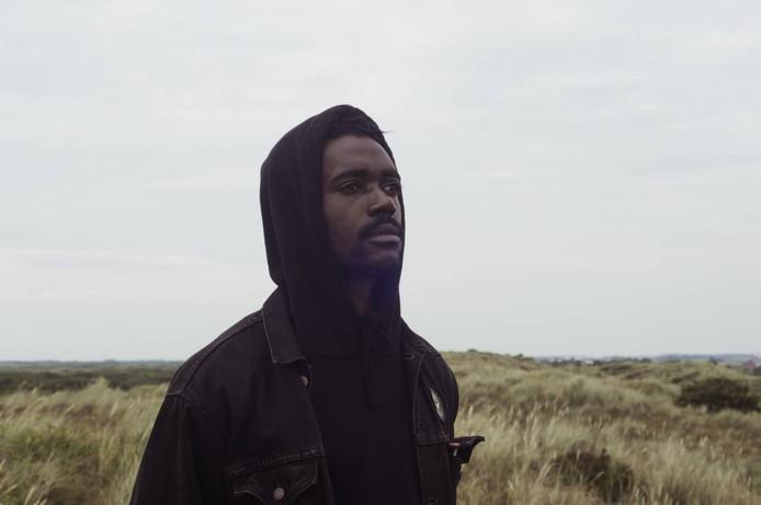 Still van hoofdrolspeler Sergio Hasselbaink in de film 'The Pain Body'. Deze opname is gemaakt in het Noord-Hollandse Petten, in augustus is Breda de locatie van de overige draaidagen.