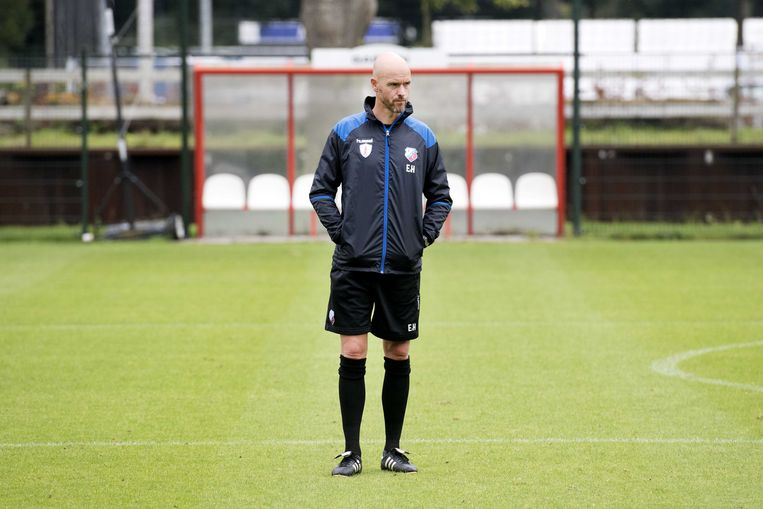 Coach Erik ten Hag tijdens de training.  De selectie van FC Utrecht bereidt zich voor op de Europa League wedstrijd tegen Zenit Sint-Petersburg.  Beeld ANP