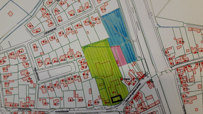 Nieuwbouwlocatie Klokkengieterij: groen gemarkeerd is eigendom van Frank Fritsen, blauw van de gemeente en roze wordt door de gemeente aangekocht.