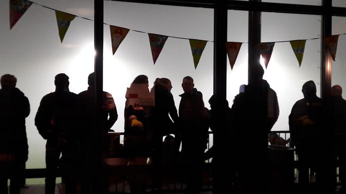 Publiek bij Nederland Denemarken in de mist bij NIVO-Sparta.
