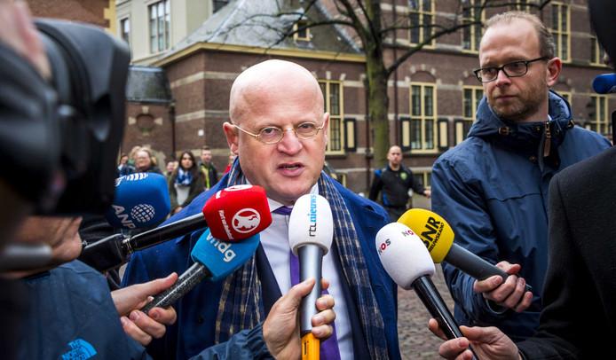 Ferdinand Grapperhaus bij aankomst op het Binnenhof voor de wekelijkse ministerraad