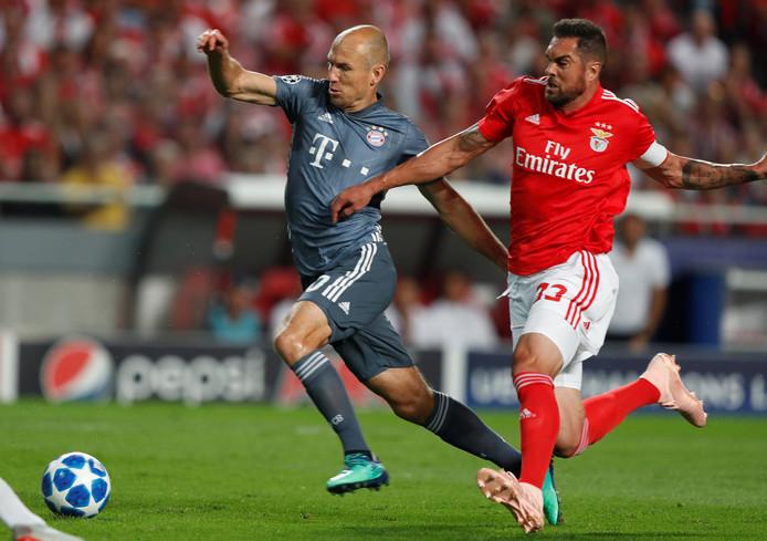 Arjen Robben in duel met Jardel.
