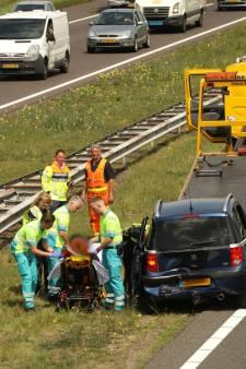 Gewonde naar ziekenhuis na ongeval met twee auto's op A50 bij Herpen