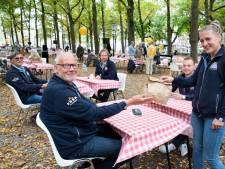Helden uit de zorg en redders van de zee zijn de vip's van het Prinsjesontbijt op het Haagse Voorhout