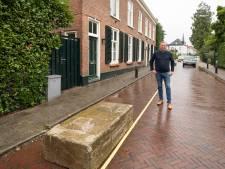 Met betonblokken voor de deur kunnen bewoners Hoofdstraat in Baarn eindelijk weer uitslapen