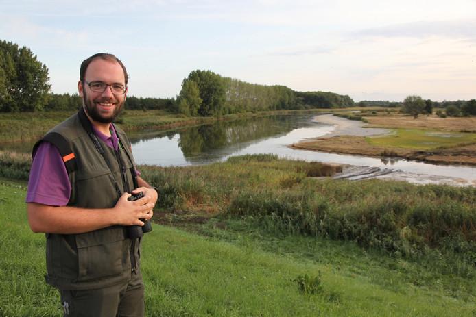 Piet van Loon van Staatsbosbeheer bij het natuurproject aan de Kastelijnsweg in Sint-Maartensdijk.
