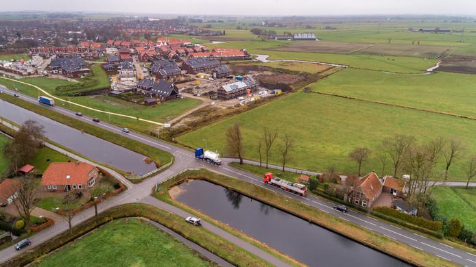 De komgrens schuift op naar de kruising van de Vaartweg met Ter Wee en de Zandvoortweg (linksonder). Linksboven de nieuwe wijk Om de Weede.