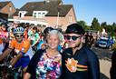 De tour der ongeschoren benen in Lierop:  Guus Meeuwis en burgemeester Blok