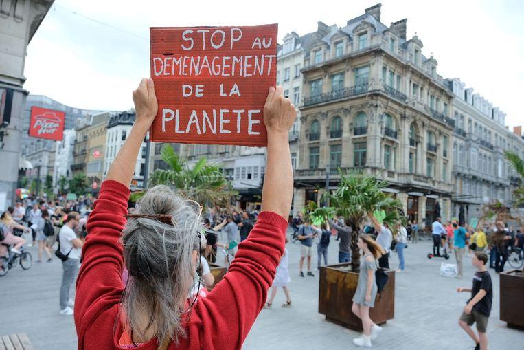 Extinction Rebellion - 300 vreedzame betogers houden halt op drie plekken in Brussel.
