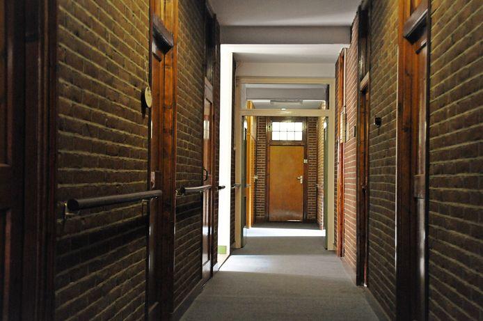 De hal van het gastenverblijf in het klooster in Breda.
