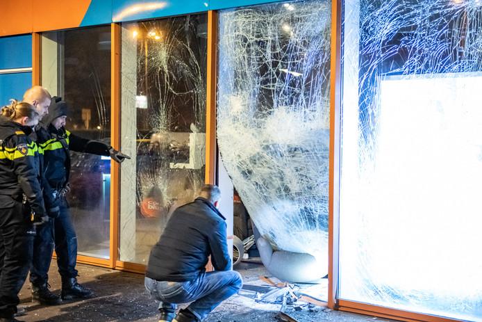 Donderdagnacht is een plofkraak gepleegd bij het Coolblue-filiaal aan het Europaplein in Utrecht. Twee verdachten zijn gevlucht.