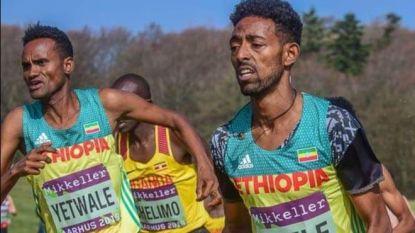 """De foto van twee """"18-jarige"""" atleten die de wereld rondgaat"""