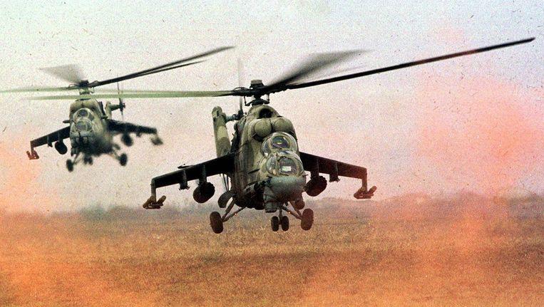 Russische Mil Mi-24 aanvalshelikopters. Moskou zet deze toestellen nu in tegen rebellen in Syrië. Beeld ap