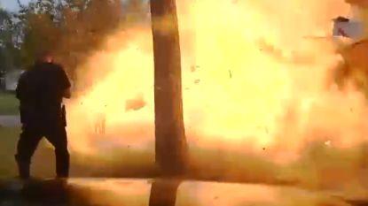 VIDEO: Huis ontploft net op moment dat politieman toekomt