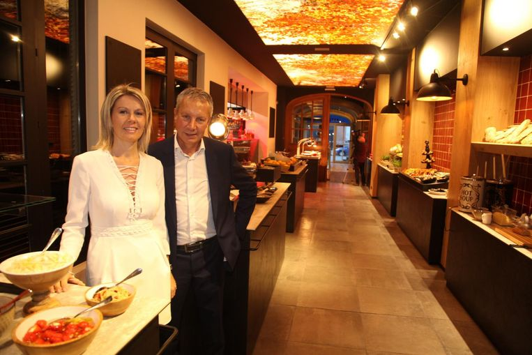 Rudy Maes en Valerie Buyse in een van de zaken van Maes: Avenue Madeleine.