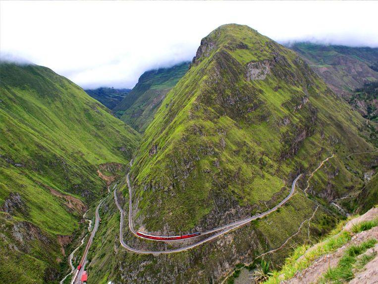Doorkruis het landschap van Ecuador per trein Beeld Nariz del Diablo