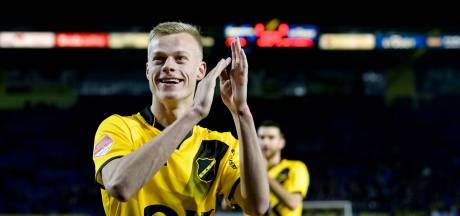 SC Heerenveen huurt Jan Paul van Hecke van Brighton