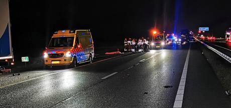 Twee doden bij ongeval op A12, derde persoon mogelijk zwaargewond op de vlucht