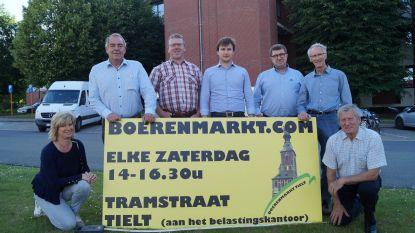 """Boerenmarkt verhuist terug naar Tramstraat, handelaars juichen: """"Eindelijk weer dichter  bij parking"""""""
