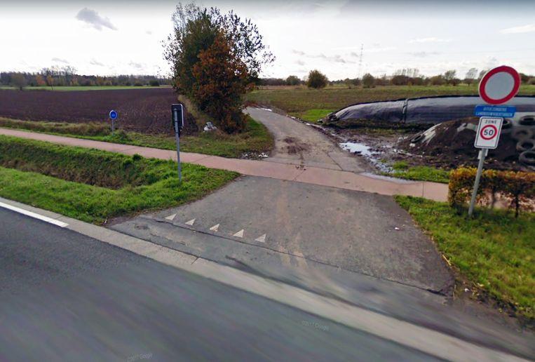 De feiten gebeurden op een veldweg tussen Smissen en de Oude Heirbaan in Sint-Amands.