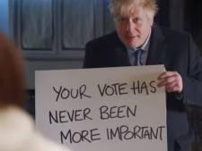 'Love Actually'-Johnson gooit alles in de strijd en sneert met bordjesfilmpje naar Hugh Grant