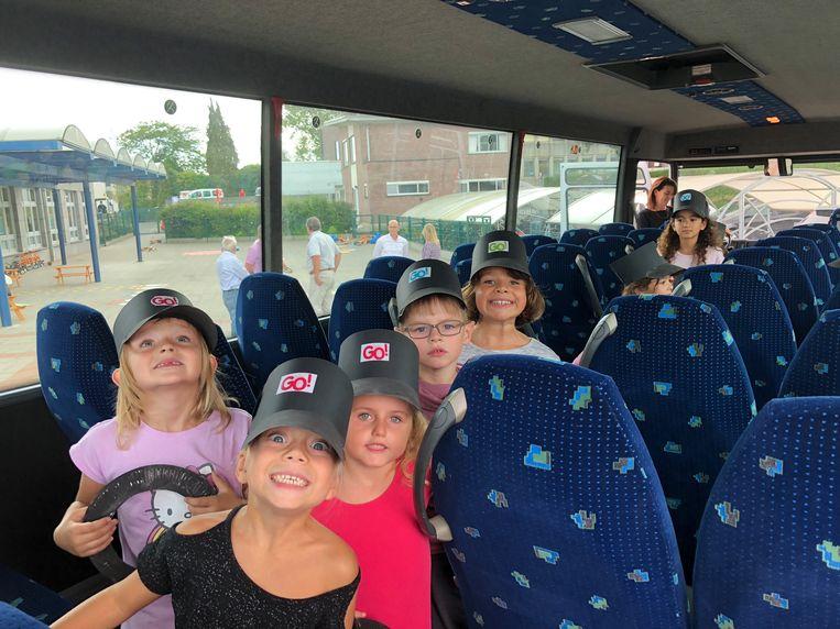 Op het einde van de schooldag werd de bus voor het eerst in gebruik genomen.