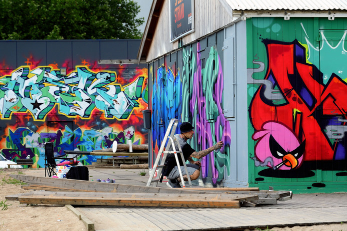Graffiti Jam in en om de loods aan de Oostelijke Havendijk, ook Sfeerstrand werd deze editie bespoten in Roosendaal. Foto Peter van Trijen