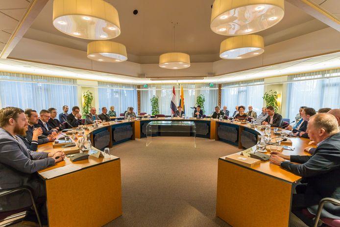 De gemeenteraad van Zwarteewaterland kan door de coronacrisis nog steeds niet fysiek bijeenkomen en gaat nu digitaal vergaderen.