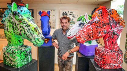 Kunstenaar verkoopt paardenbeelden tegen kanker