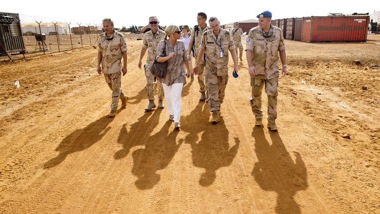 Minister van Defensie Jeanine Hennis-Plasschaart vorig jaar in Mali. Beeld ANP