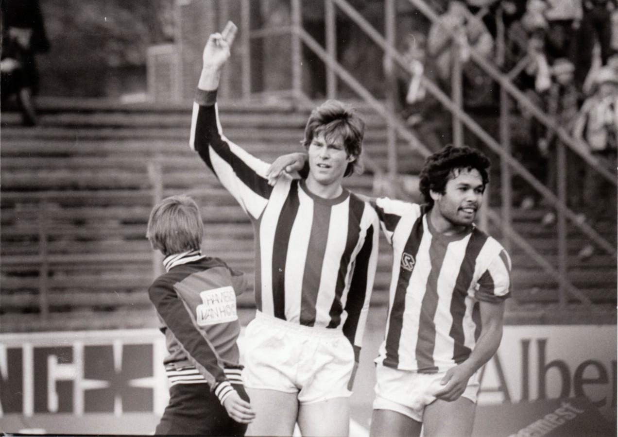 Rob McDonald en Arthur Hooijer voor Willem II in 1981.