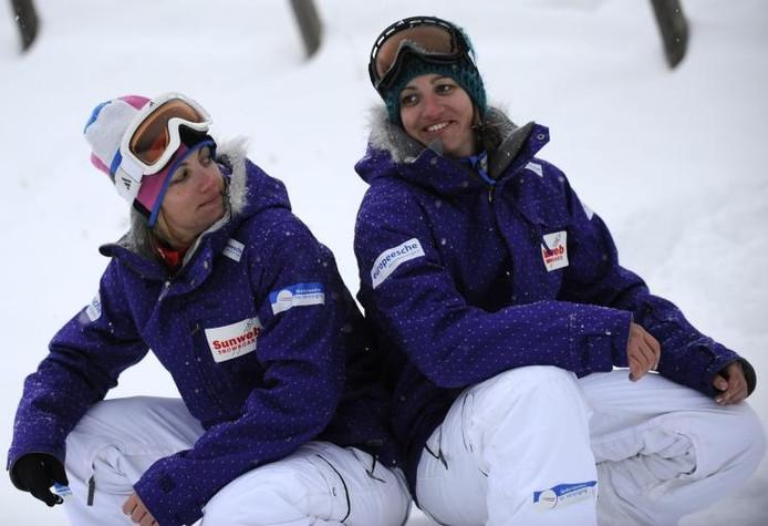 Bell (l) en Britt Berghuis hebben nog twee kansen om zich te plaatsen voor de Winterspelen in Vancouver. foto Margarita Bouma/GPD