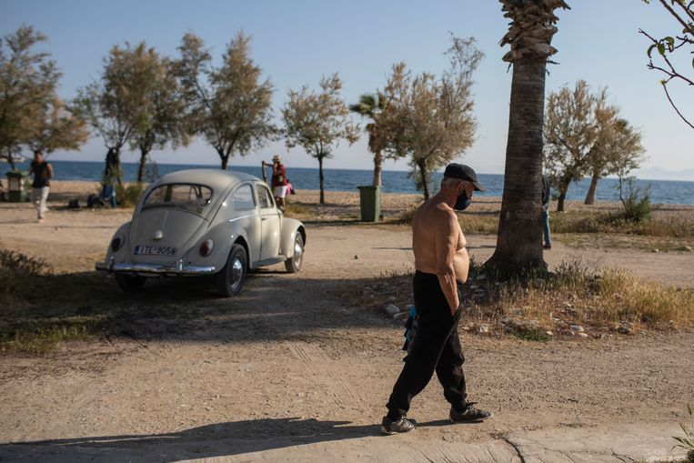 Zwemmen bij Griekse stranden en het bezoeken van de eilanden werd in maart verboden. Beeld AP
