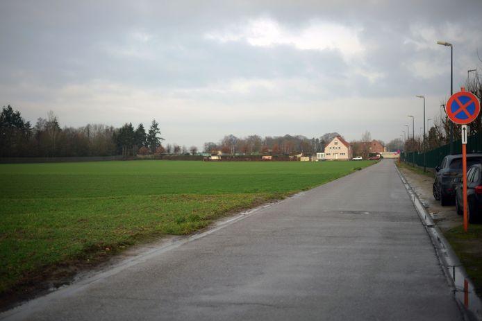 Op dit braakliggend terrein in de Noodbosweg in Kortenberg moet in de toekomst een nieuw sportcomplex komen.